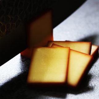 スモークチーズをスライス