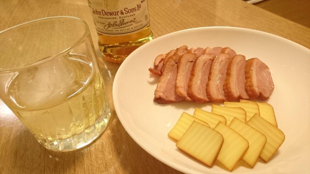 ウイスキーとスモークチーズ